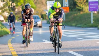 Auf der Radstrecke des Tempo Sport Aarau Triathlon