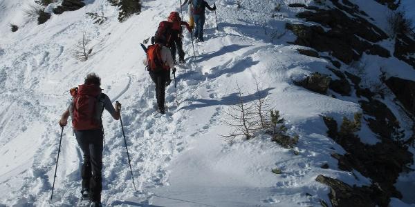 Der Aufstieg über den Bergrücken ist teils steiler.