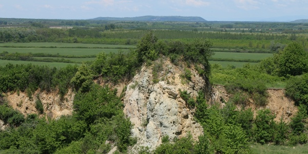A felhagyott bánya a gyurgyalagok kedvelt fészkelőhelye (tarpai Nagy-hegy)