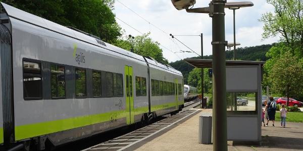 Start am Bahnhof in Etterzhausen. Jede Stunde ein Zug.
