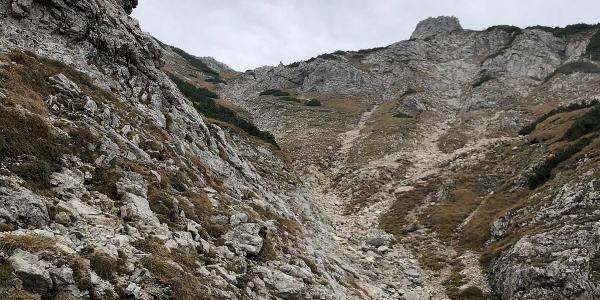 Die Rinne beim Aufstieg zum Rossberg bereits in Gipfelnähe
