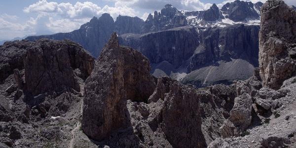 Das Crespeinajoch - faszinierende Landschaft inmitten der Felsenwelt der Dolomiten