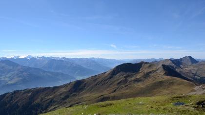 Rückblick zum Geißstein; jenseits der Pinzgauer Talfurche der Großvenediger