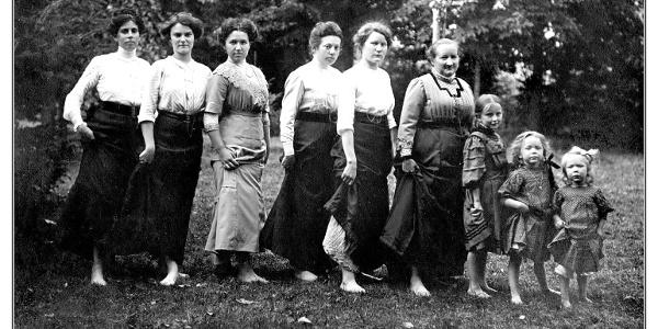 Damengruppe um 1899 im Kneipp-Park