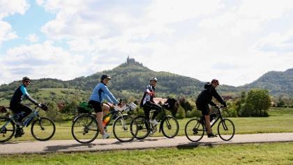 Von Hechingen aus geht's auf die Burg Hohenzollern.