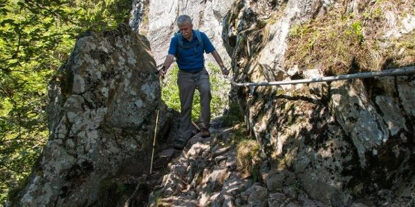 Der gesicherte Bergsteig Sentier des Roches (Felsenpfad) zwischen Col de la Schlucht und Frankenthal gilt als einer der anspruchsvollsten (und gefährlichsten) Gebirgspfade der Vogesen.