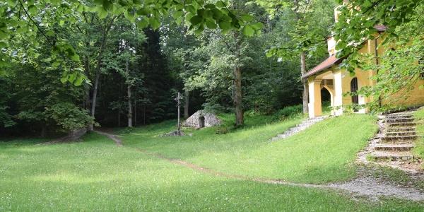 Hirschwiese auf dem Weg zum Kalvarienberg