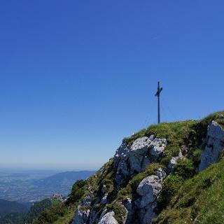 Am Gipfelkreuz der Benediktenwand