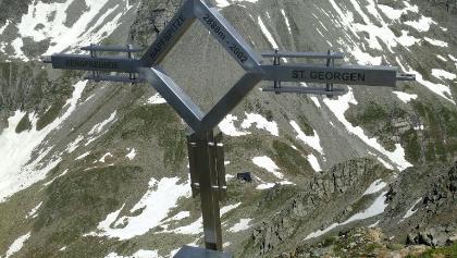 Blick vom Gipfel zur Hütte