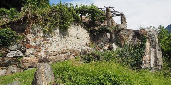 Kurzer Weg durch die Weinberge hinter Quincinetto