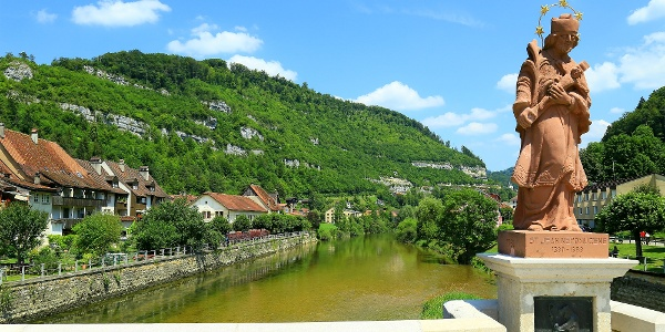Doubs-Brücke Saint-Ursanne.