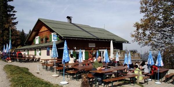 Lustenauer Hütte im Sommer