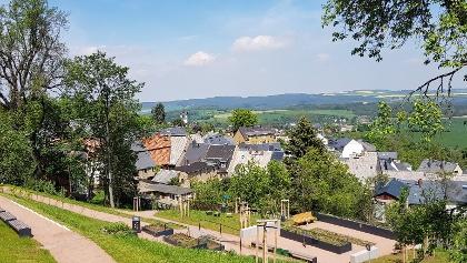 Blick vom Kurfürstin-Anna-Garten auf die Altstadt