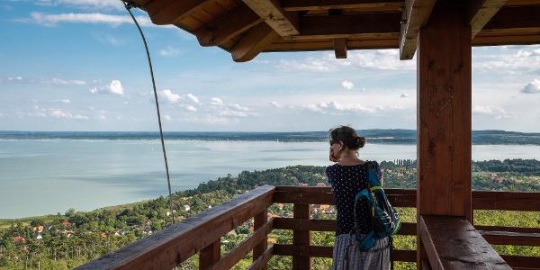 Kilátás a Bél Mátyás-kilátó teraszáról a Balaton felé