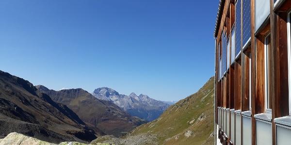 Blick von der Kesch-Hütte auf den Piz Ela