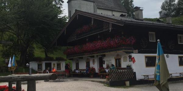 Streichen, Kapelle und Gasthaus