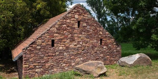 A kővágóörsi mosóház