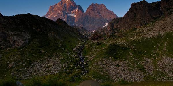 Basecamp mit Gipfel