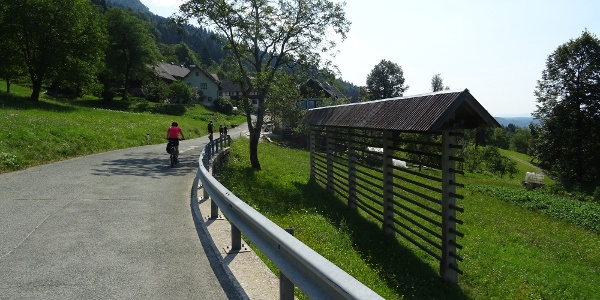Über dem Tal, vorbei an Dörfern