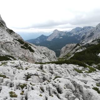 am Weg zur Vodnikov dom na Velem poljua über die Konjska planja