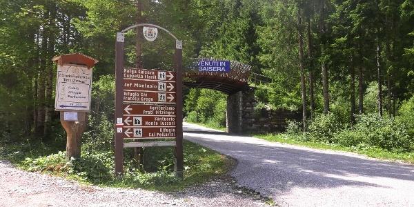 Abzweigung von der Strasse Valbruna-Seisera zum Gasthof Prati Oitzinger