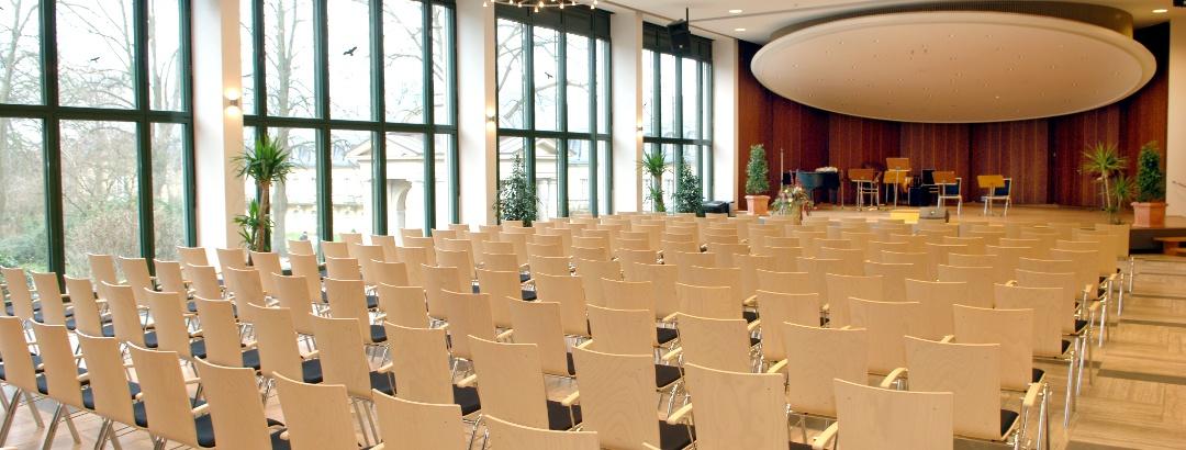 Wandelhalle Bad Nenndorf, Festsaal Bühne Reihenbestuhlung