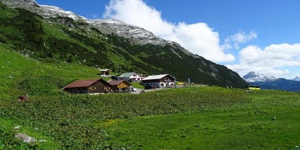 Direkt nach der Alpe Formarin hält der Wanderbus
