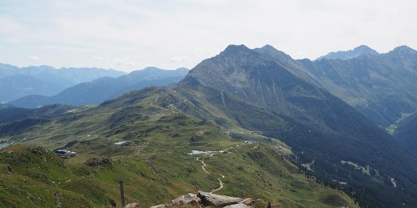 Blick vom Fleckner zurück zum Jaufenpass