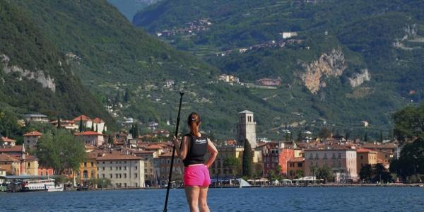SUP: vista sul centro di Riva del Garda