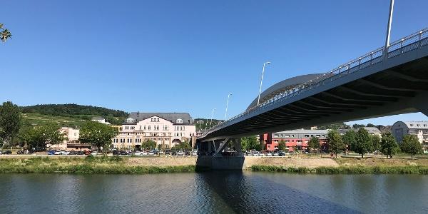 Blick auf das luxemburgische Moselufer in Grevenmacher