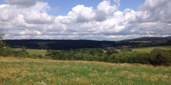 Blick über Omersbach und Geiselbach zum Frohnbügel