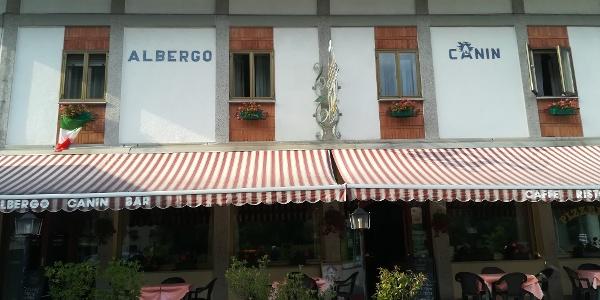 Start zur 19. Etappe des Julius-Kugy-Dreiländerweges in Resiutta beim Albergo Canin