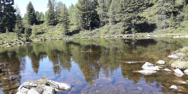 Für Kinder sicher das Highlight unserer Rundwanderung: die Pfitscher-Joch-Seen, die zum Spielen am Wasser einladen.