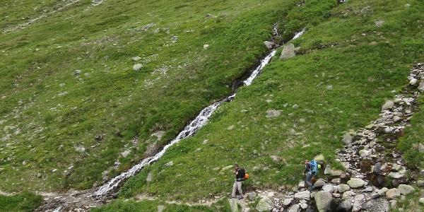 Der Sommerweg verläuft immer im mehr oder weniger steilen Osthang.