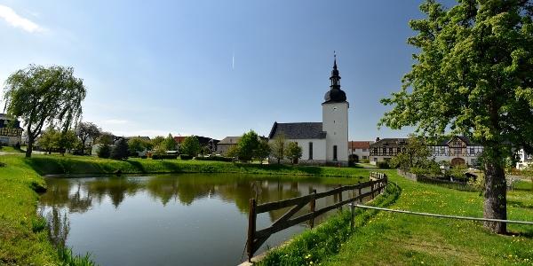 Kleinwolschendorf mit Dorfteich