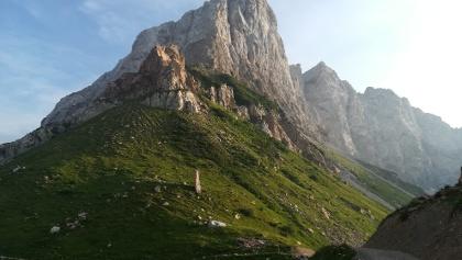 Blick von der Wolayerseehütte nach Südwesten zum Monti di Volaia, also zum Seekopf, zum Mt. Canale und Mt. Sasso Nero - Abendsonne