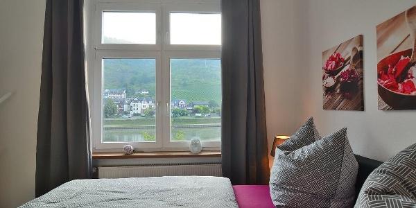 Schlafzimmer mit Blick auf die Mosel