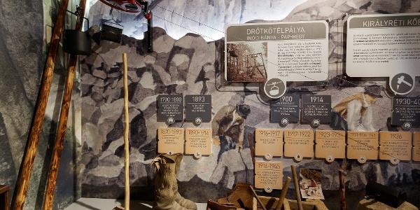 Az Inóci-bánya és a Pap-hegy közötti egykori drótkötélpálya modellje