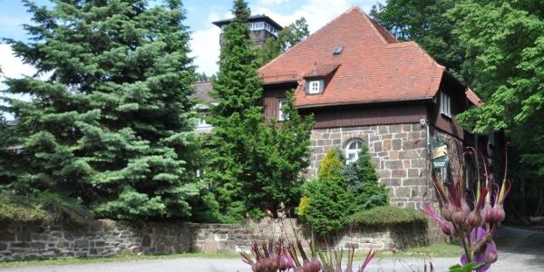 Bergbaude Czorneboh mit Aussichtsturm
