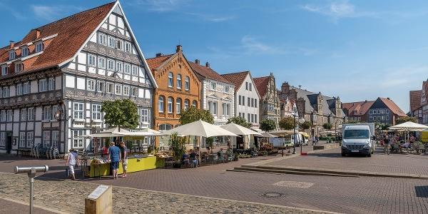 Marktplatz Stadthagen mit Wochenmarkt