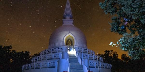 A zalaszántói buddhista sztúpa este