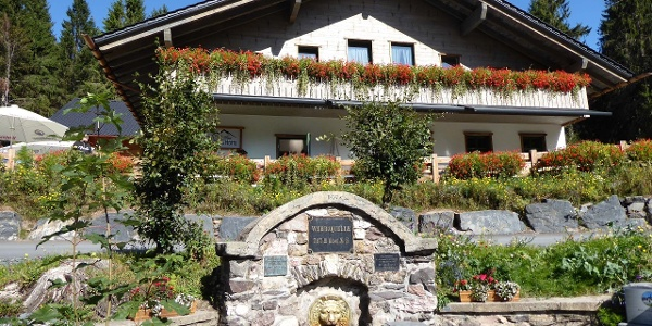 Werraquellhütte mit Werraquelle