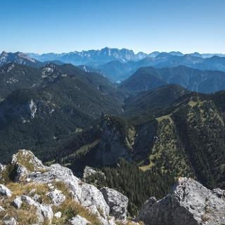 Ausblick vom Säuling Richtung Ammergauer Alpen und Plansee