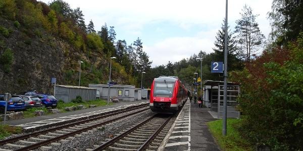 Abmarsch vom Bahnhof in Velden.