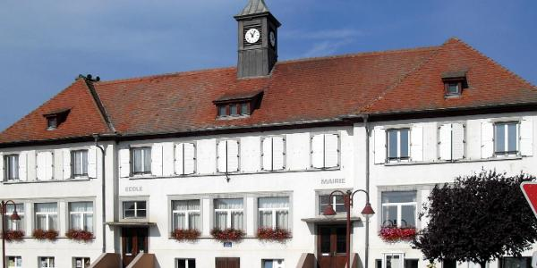 Rathaus- und Schulgebäude in Appenwihr