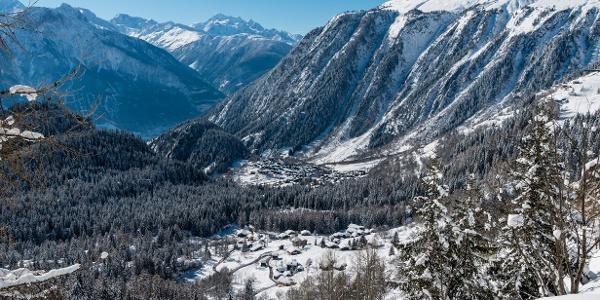 Die atemberaubende Aussicht auf die Winterlandschaft