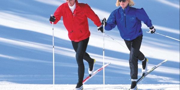 Deux skieurs de fond sur l'Hannigalp