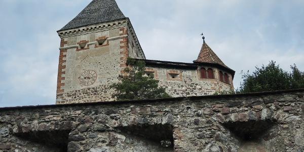 Trostburg mit Burgmauer