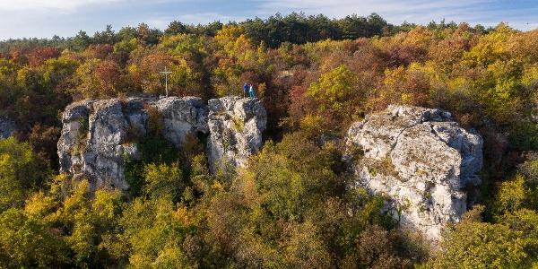 Drónfotó a Mogyorósbánya feletti Kőszikláról