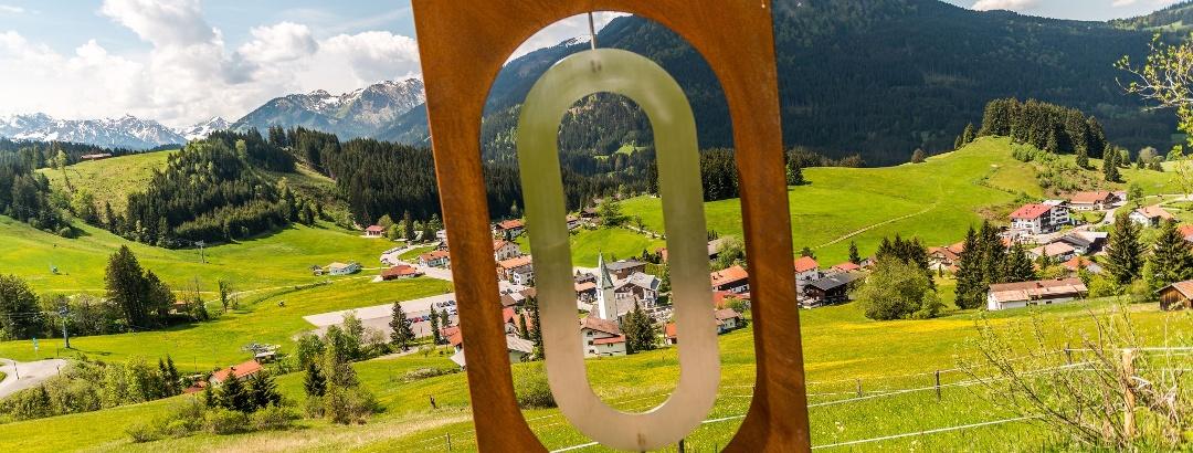 Buchstabe O (Buchstabenweg Jungholz) in Richtung Ortskern